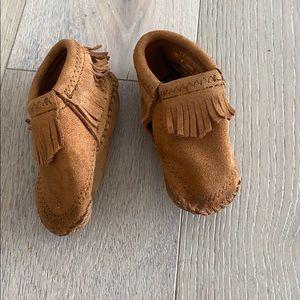 Minnetonka moccasin bootie brown size 4